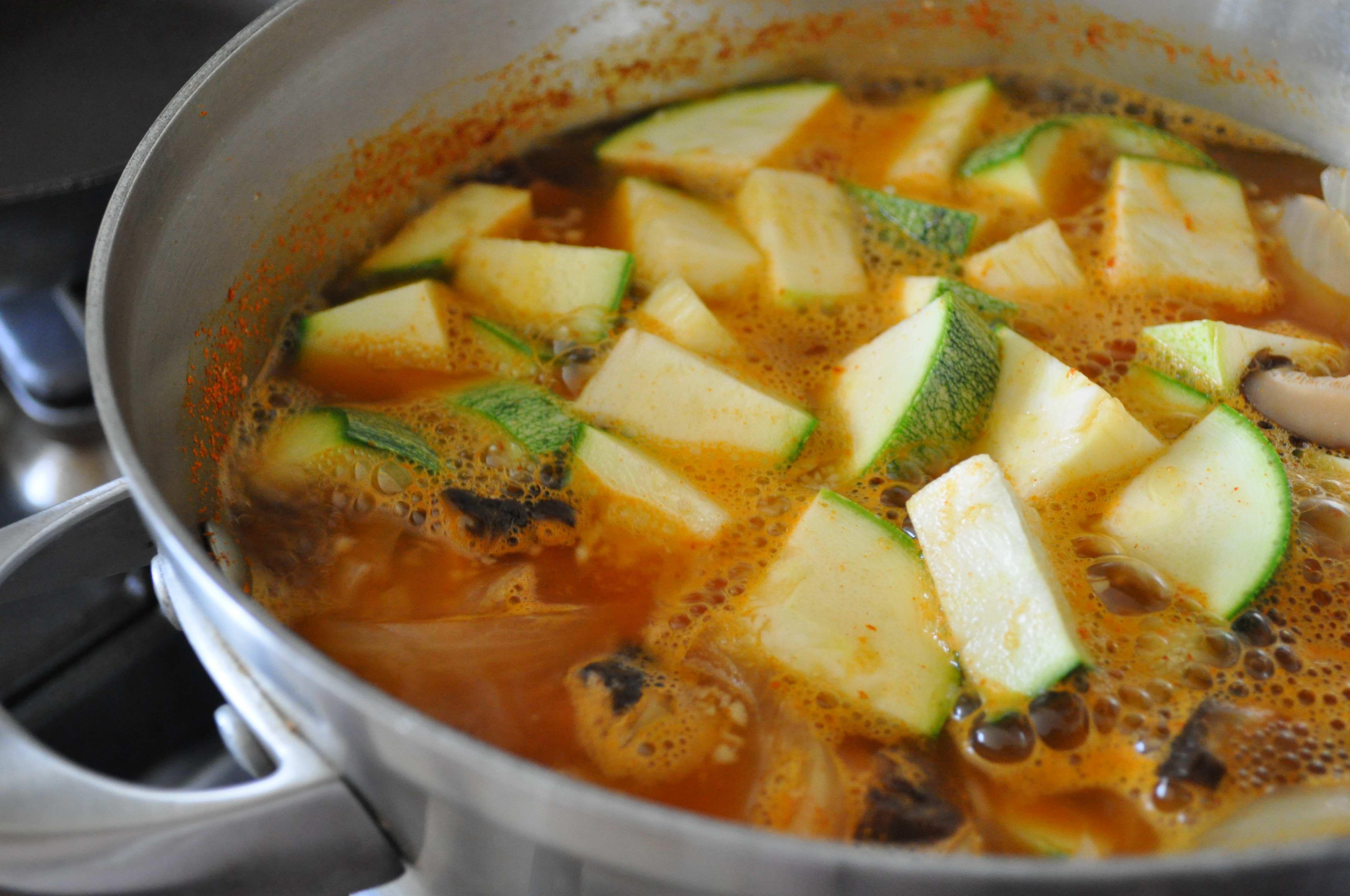 Gochujang jjigae with vegetables