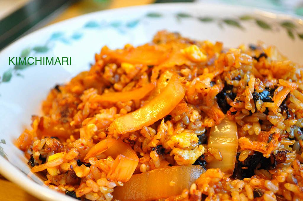 Kimchi fried rice (김치볶음밥 kimchi bokkeum bap)
