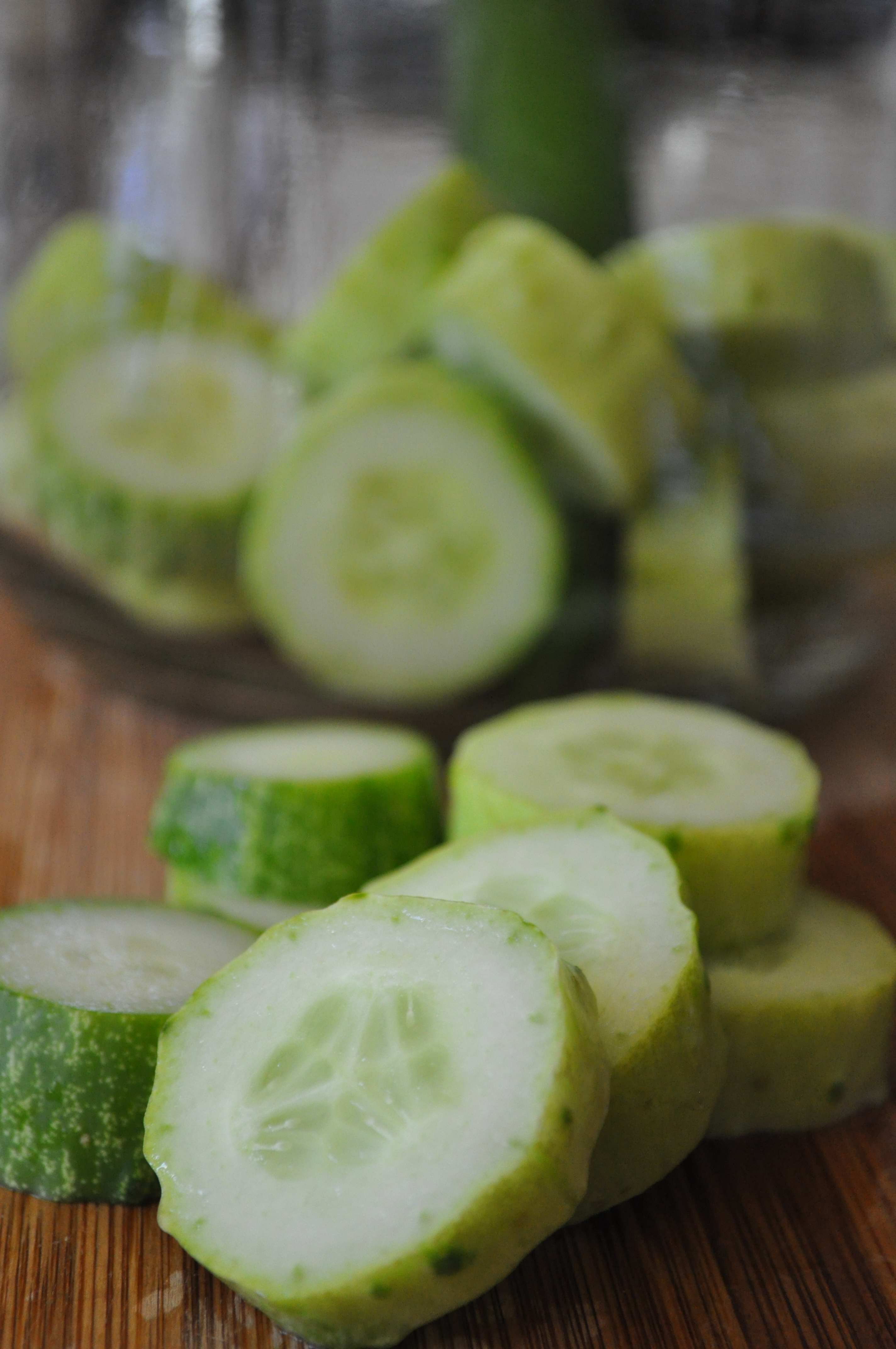 cut cucumbers and put them in the jar
