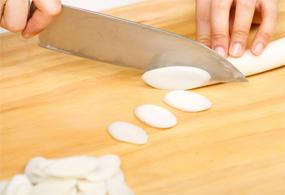 slicing Korean rice cake (garaetteok)