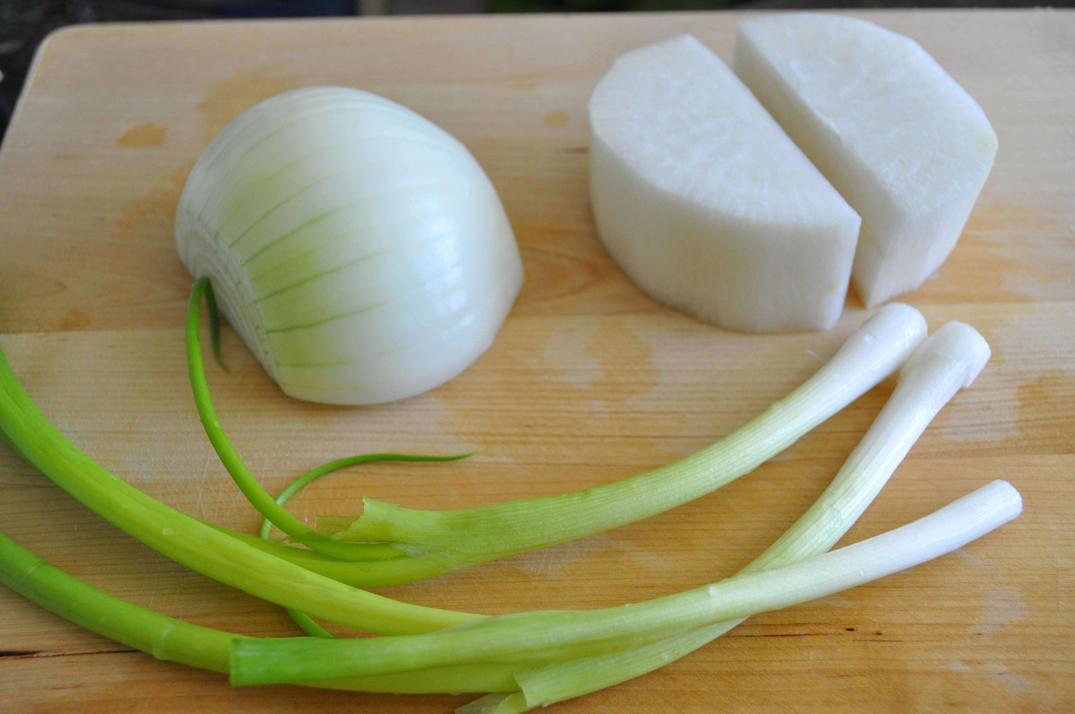 onion, radish and green onions for Bugeo Gook