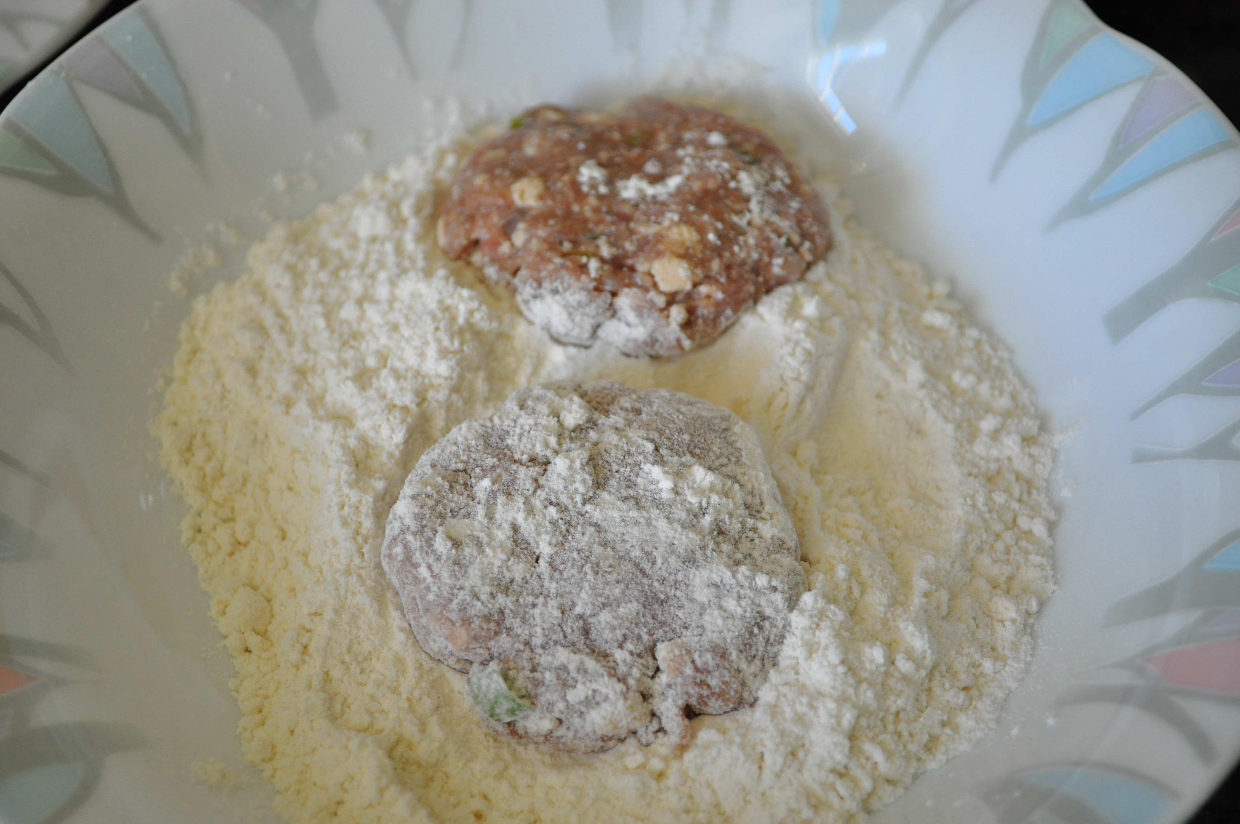 beef patties in flour