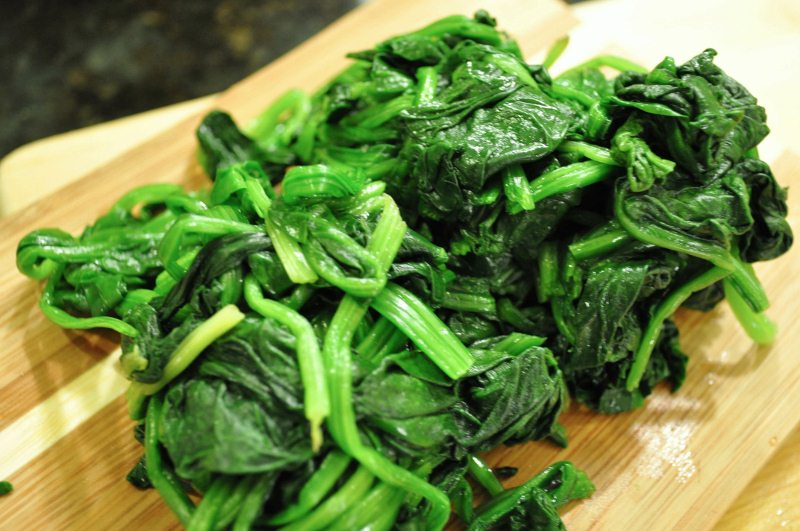 Blanched spinach with water squeezed out