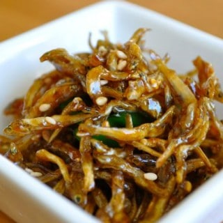 Soy maple glazed anchovies (멸치 볶음 Myulchi Bokkeum)