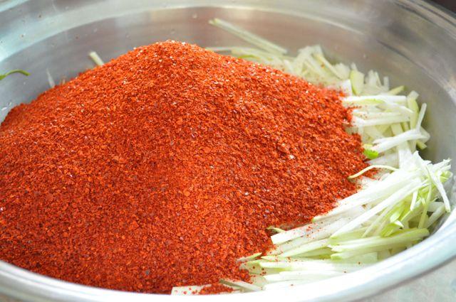 add chili powder to radish