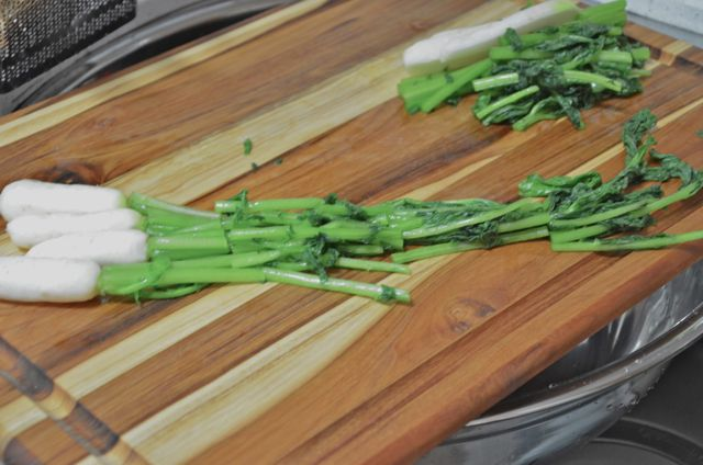 cut salted radish for kimchi