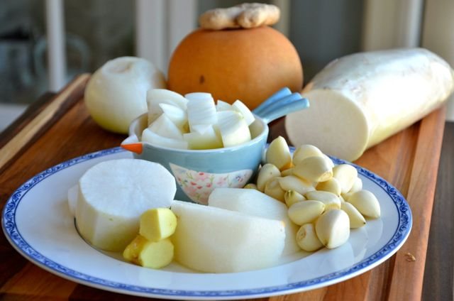 Ingredients for garlic ginger paste