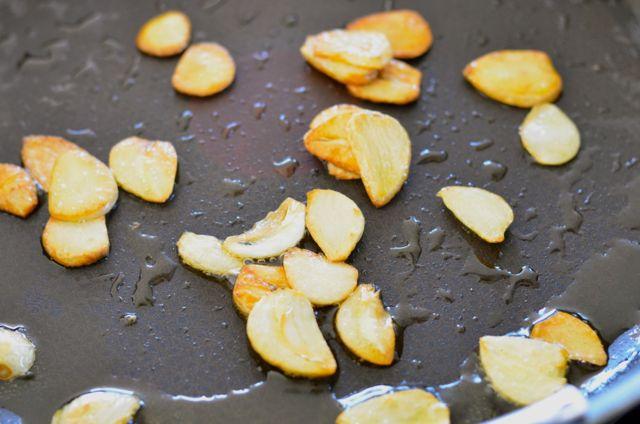 Fried garlic in olive oil