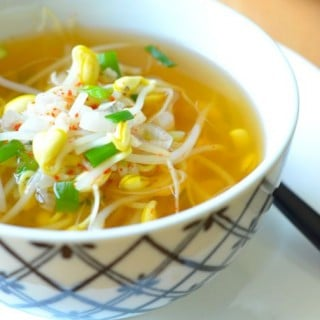 Soybean Sprout Soup (콩나물국 Kongnamul Guk)
