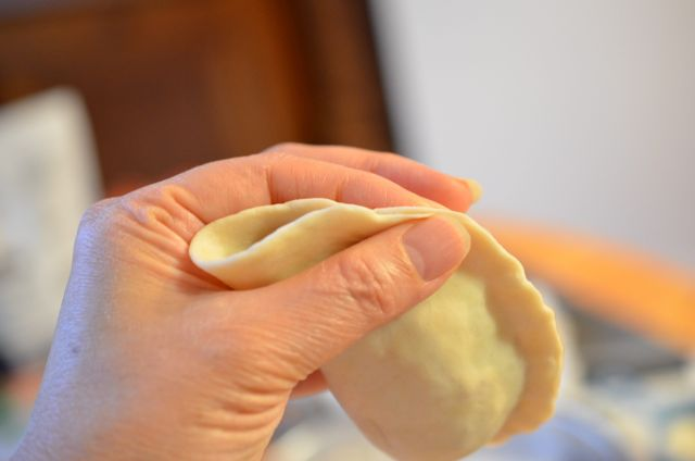 how to seal Korean mandu dumpling edges