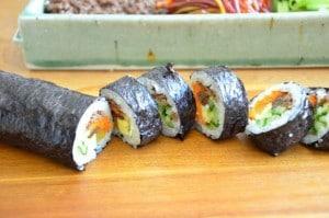 cutting gimbap (kimbap) rolls