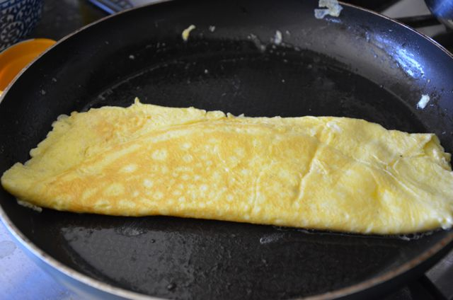 egg omelete or jidan for kimbap folded in pan