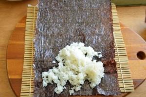 How to make Korean gimbap roll using bamboo rolling mat