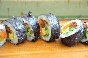 cutting kimbap rolls