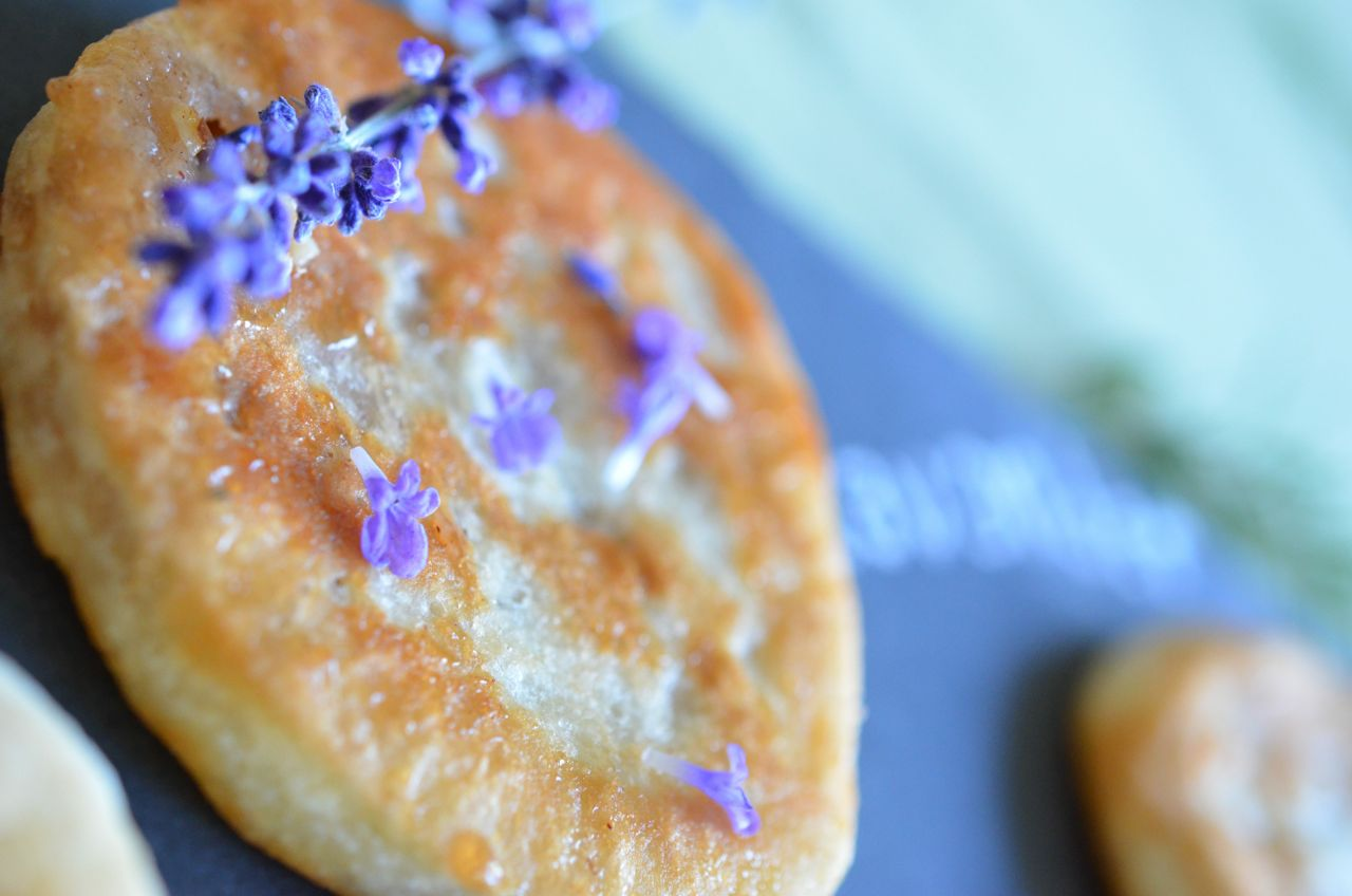 Lavender Hotteok (Korean sweet dessert pancake with fresh lavender blossoms) www.kimchimari.com