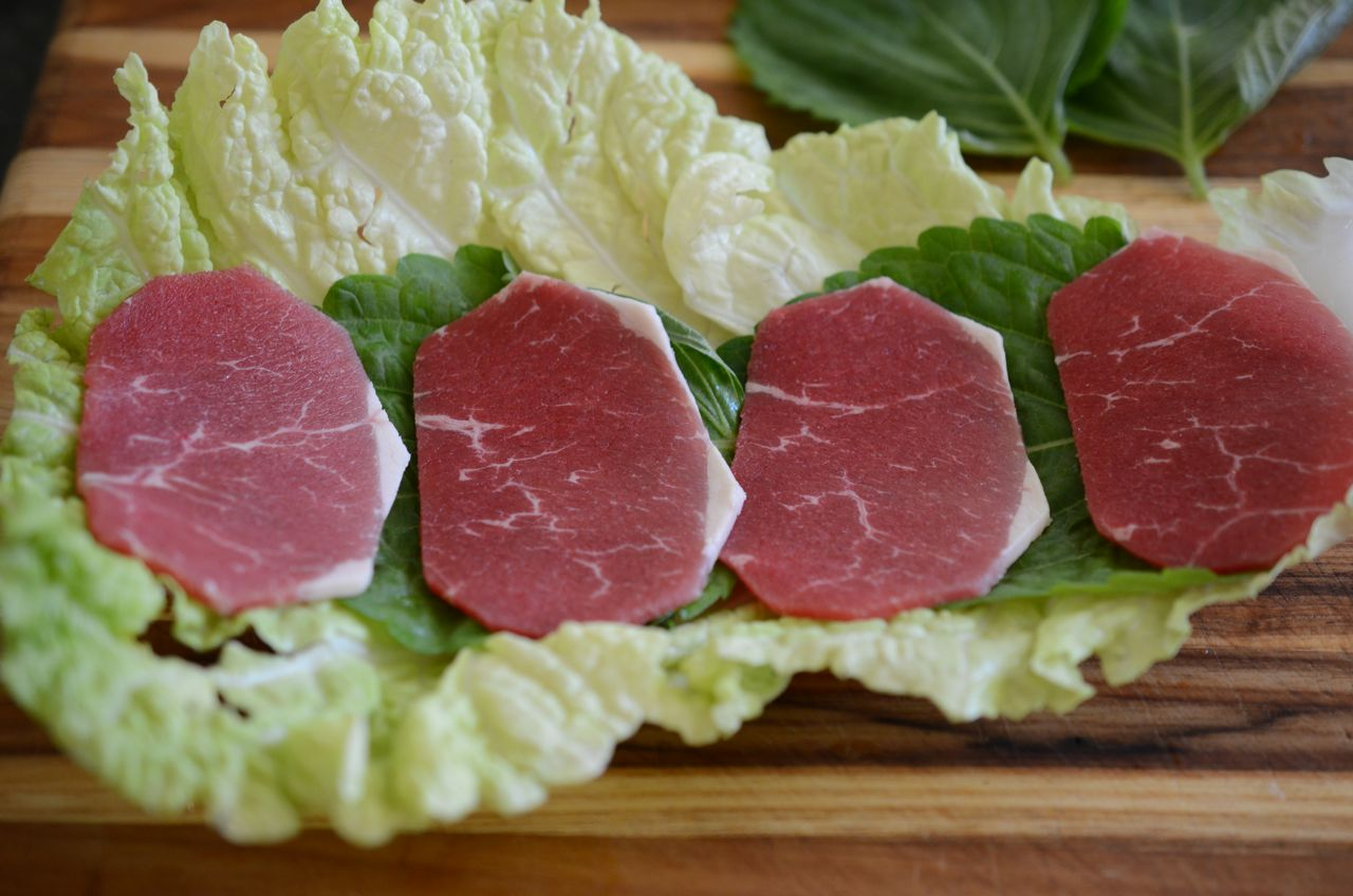 Layering cabbage, perilla and beef for mille-feuille nabe (shabu shabu) www.kimchimari.com