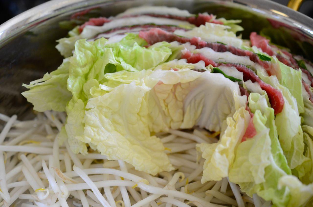 filling up pot for mille feuille hot pot (nabe)- www.kimchimari.com
