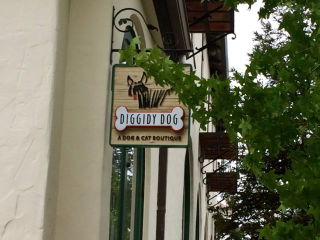 Diggidy Dog store sign, Carmel, California