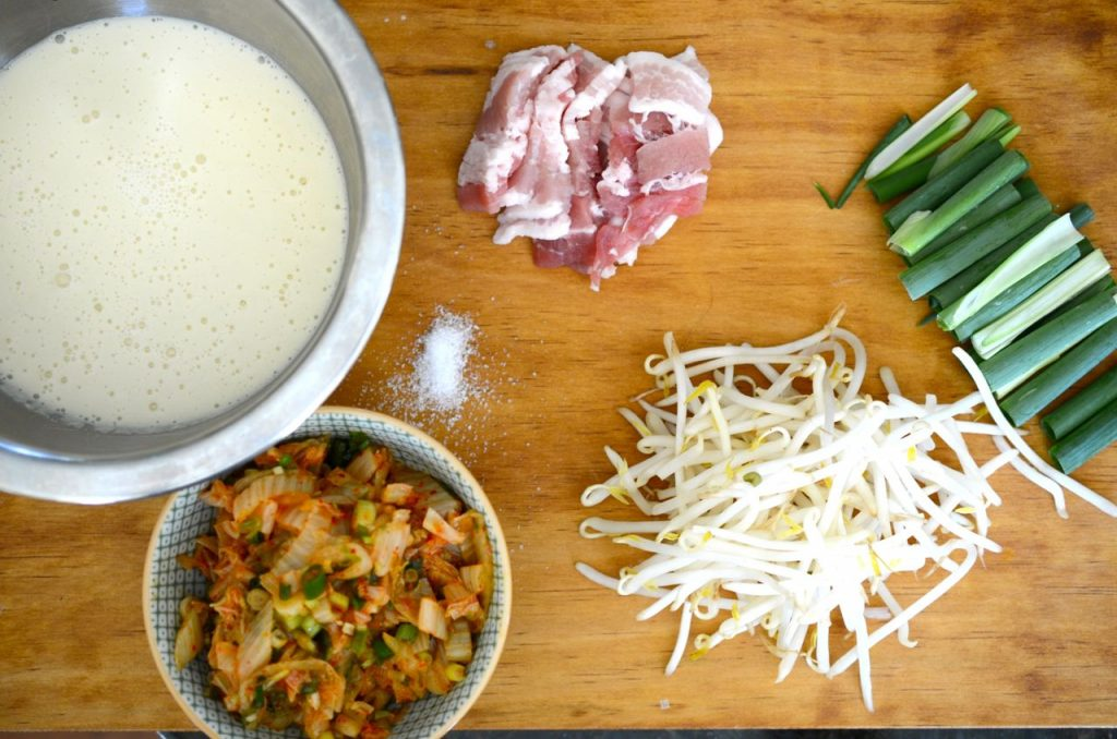Ingredients for Bindaetteok (mung bean pancake)