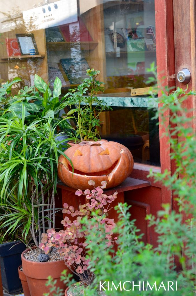 Happy Pumpkin outside Jangjinwoo Restaurant, Itaewon Gyeongnidan