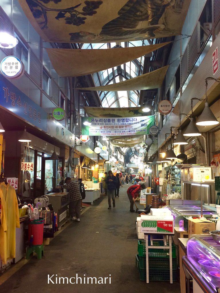 Tongin Shijang (market) in Seoul near Gwanhwamun