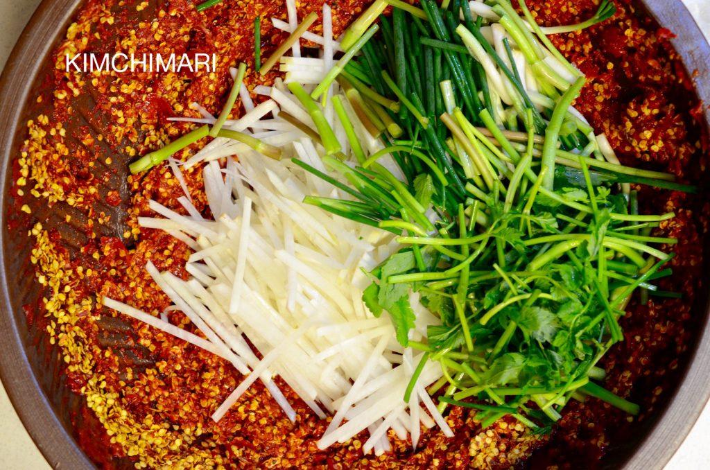 Radish and minari (water dropwort) for kimchi yangnyeom