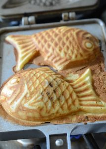 Fish-shaped bread/cake fully cooked in bungeoppang pan