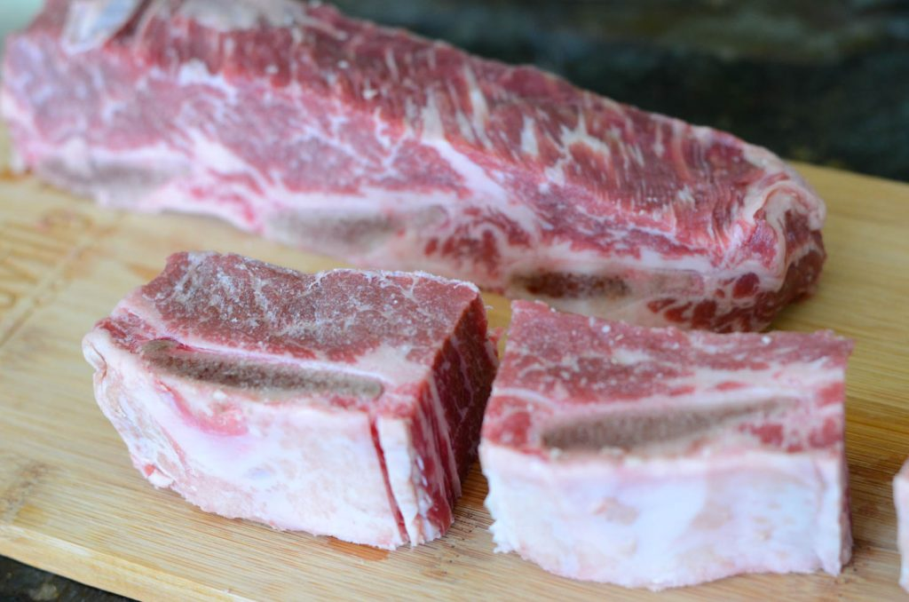 cutting beef short ribs for soup