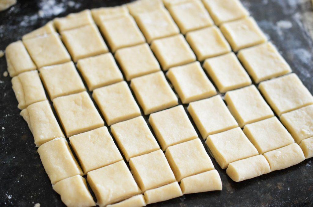 cutting dough for yakwa