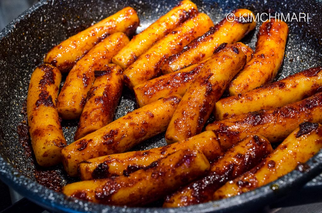 Frying Gireum Tteokbokki (Rice Cakes in Chili Oil)