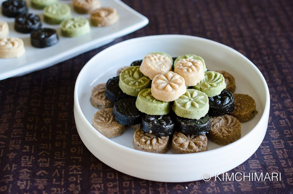 Black, White and Brown Sesame Tea Cookies (Dasik)