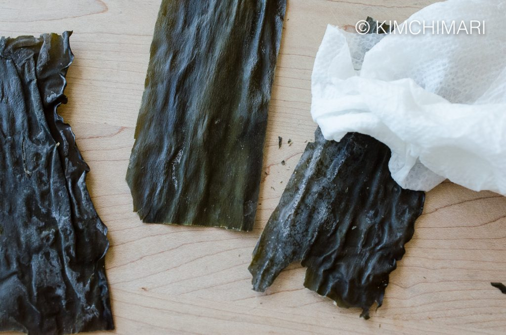Wiping dried kelp dashima