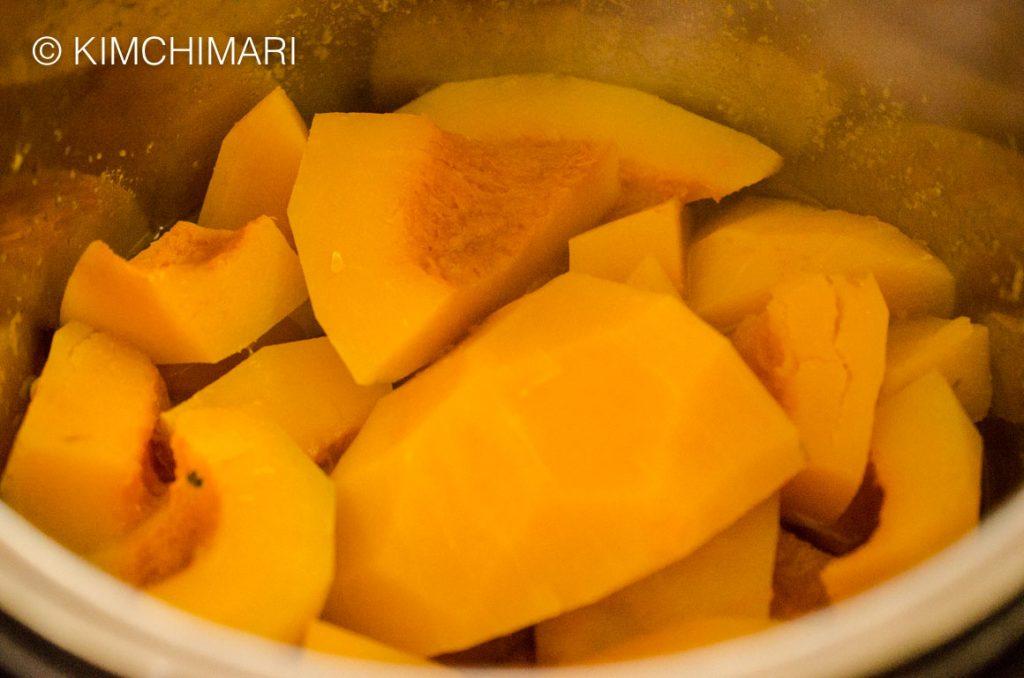 Hobakjuk-Cooked Kabocha Pumpkin in Instant Pot in 5 minutes